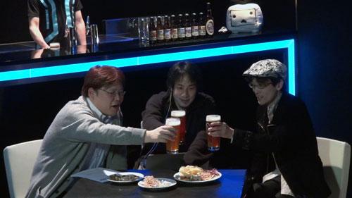 乾杯する3人