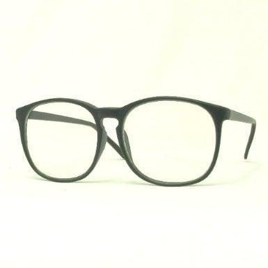 黒縁の大きなメガネ