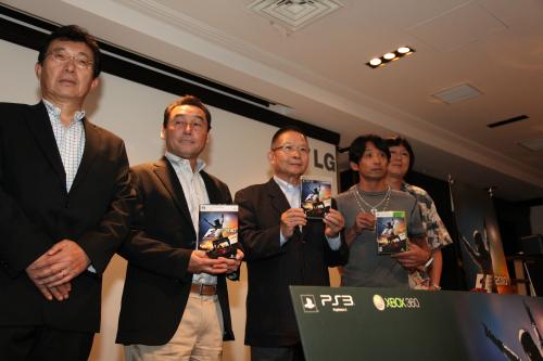 左からコードマスターズ株式会社代表取締役の三宅一壽氏、中嶋聡氏、高橋国光氏、片山右京氏、川井一仁氏