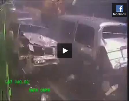 高速道路を走る暴走バスのドライバー
