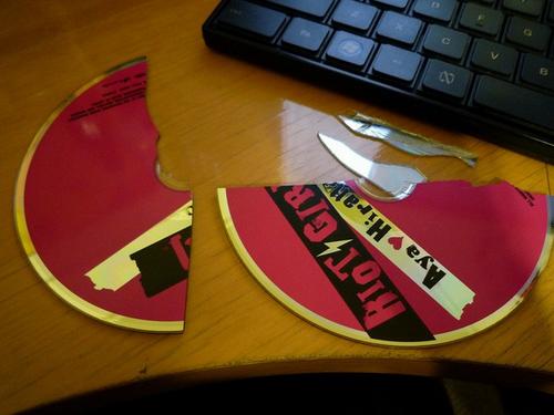 CDを破壊