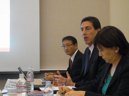 ポリコム プレジデント兼CEOアンドリュー・M・ミラー氏(中央)