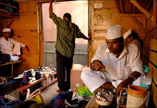 """エラー率わずか0.00000625% 驚異のインド式昼食配達システム""""ダッバーワーラー"""""""