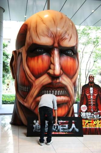 「進撃の巨人」実物大頭部