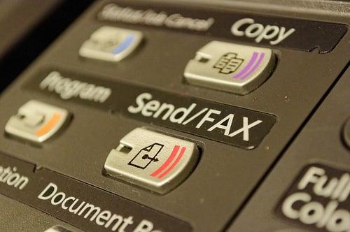 ファックスを所属事務所に送信し…