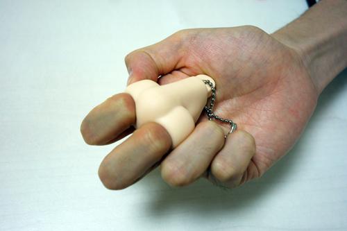 「両方に指を入れて握ると安心するんですよ」