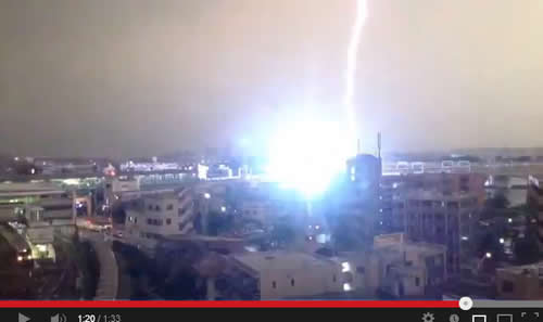 Youtubeにアップされた「小田急線の列車に雷が直撃した瞬間をとらえた映像」が話題に