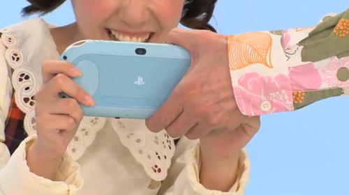 PS Vitaを差し出すノッポさん