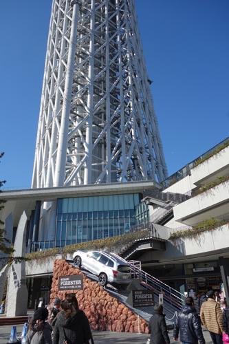 クリスマスは東京スカイツリーで斜めになってみる? 『FORESTER LIVE』が挑んだ52%急斜面が体験できるイベント開催中