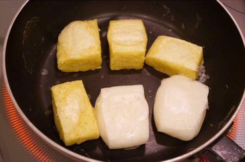 お餅はフライパンで焼くとくっつかない