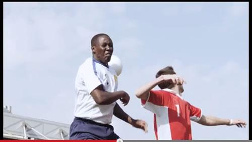 コンタクトレンズを使うサッカー選手が裸眼でプレーに挑んだらどうなる? 珍プレー続出の動画『サッカー U-0.1選手権』