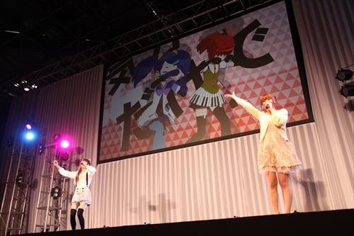 みならいディーバ主題歌[Run Diva Run」熱唱中の村川さん山本さん