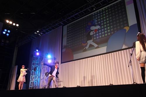 リアルタイムで吉田さん演じるキャラの動きが吉田さんとシンクロ(画面後ろの映像)_R