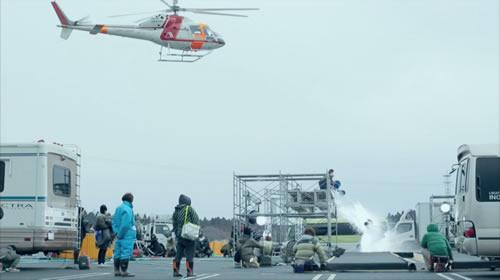 ヘリの風圧とバケツの水!