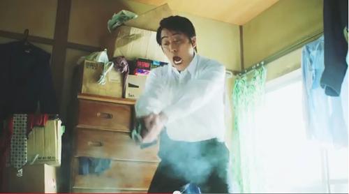 「潔癖刑事、24時」篇(45秒)(2)