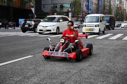 アキバの街をカートで疾走! ウェアラブルカメラ『アクションカム』と『GoPro』で撮影した車載動画を比較してみた