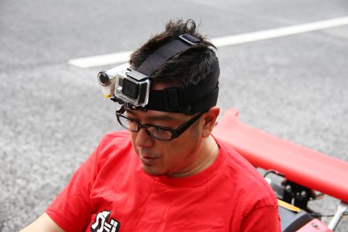 カメラ2台を頭部に装着