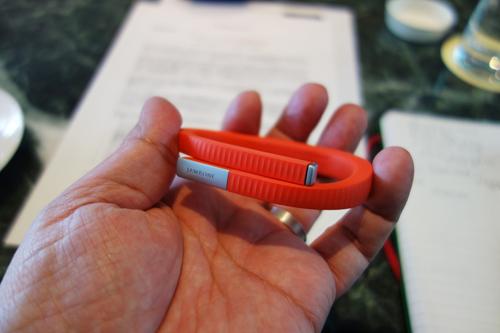 JAWBONEのリストバンド型活動量計『UP 24』が国内で発売 Bluetoothを採用し通知機能と睡眠情報のリカバリーに対応