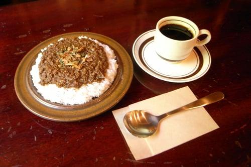 ハイファイカフェのランチ「ギネスキーマカレーセット」1000円