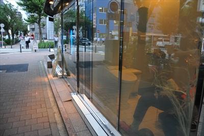 関内駅近くに「トイレが外から丸見え」のバーがあるって本当?