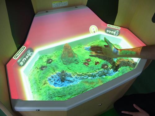 大人も子供もこりゃ楽しい! プロジェクションマッピングを駆使した未来の砂場遊び『え~でる すなば』を体験してきたよ