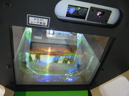 プロジェクターと『Kinectセンサー』