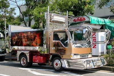 映画『トラック野郎』でデコトラを装飾した金沢区幸浦にある「トラックショップなかむら」に突撃!