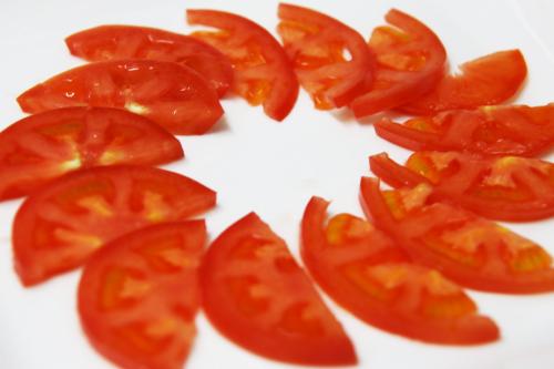 トマト円形に飾る