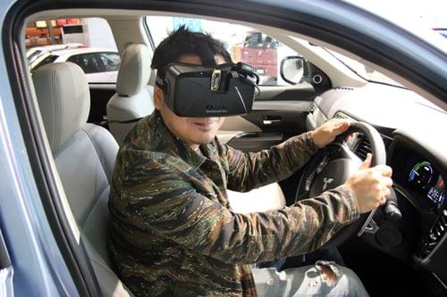『Oculus Rift』で宇宙へのドライブを体感 三菱自動車『アウトランダーPHEV』の『バーチャル星空ドライブ』は一度体験してみるべき!