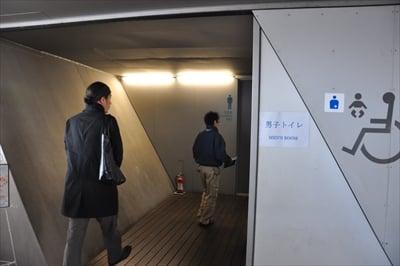 一見外から「丸見え」!? 横浜市内の「トイレ」で見えずに用を足せるか、体当たり取材!