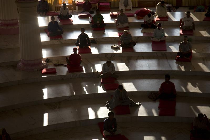 朝の瞑想の様子
