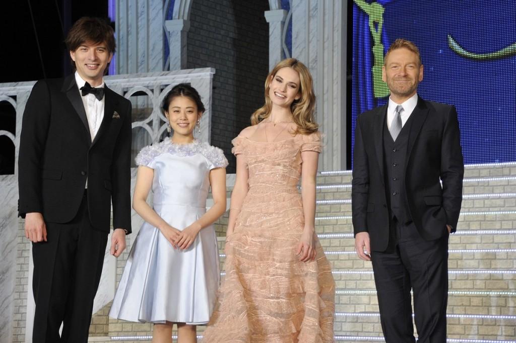 『シンデレラ』左から城田さん・高畑さん・リリー・監督