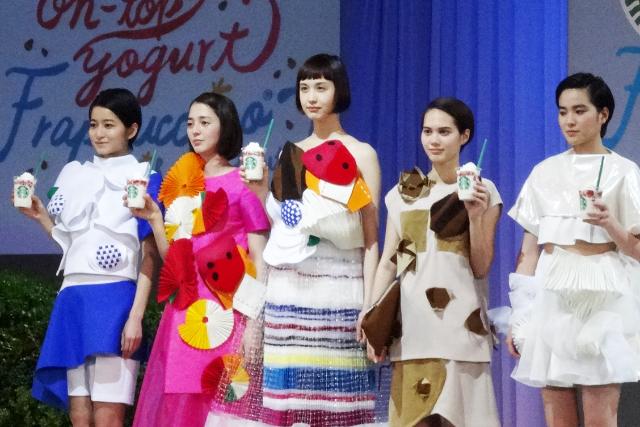 ファッションショー5人-2