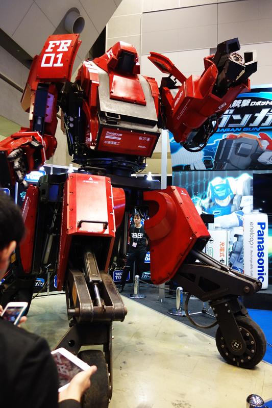 【東京おもちゃショー2015】今度の土日は実物の動く『クラタス』を見に行こう タカラトミー『ガガンガン』ブースでパブリックデーにも展示