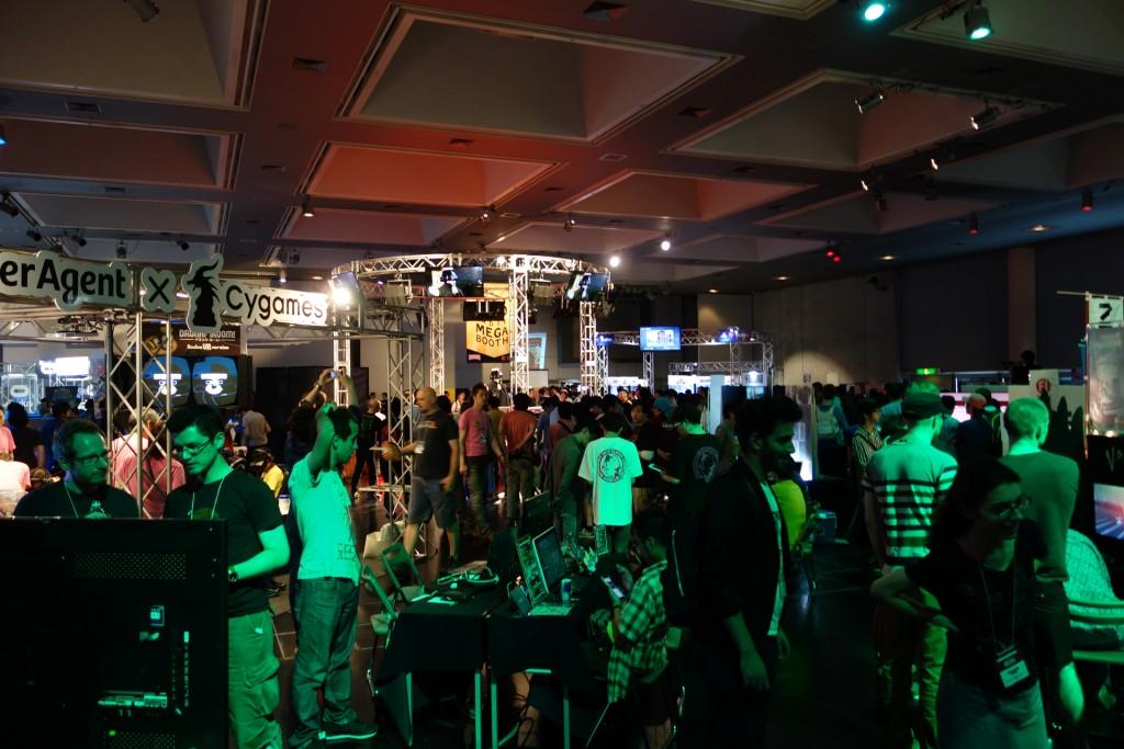 """""""ビッグブラザー""""のIndie MEGABOOTHを迎え国際色豊かに インディーゲームの祭典『BitSummit 2015』レポート"""