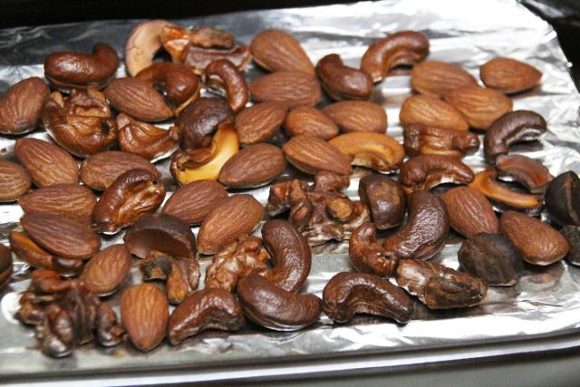 燻されたナッツ