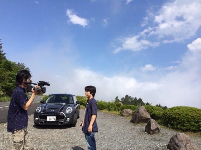 青空と車と長田さん