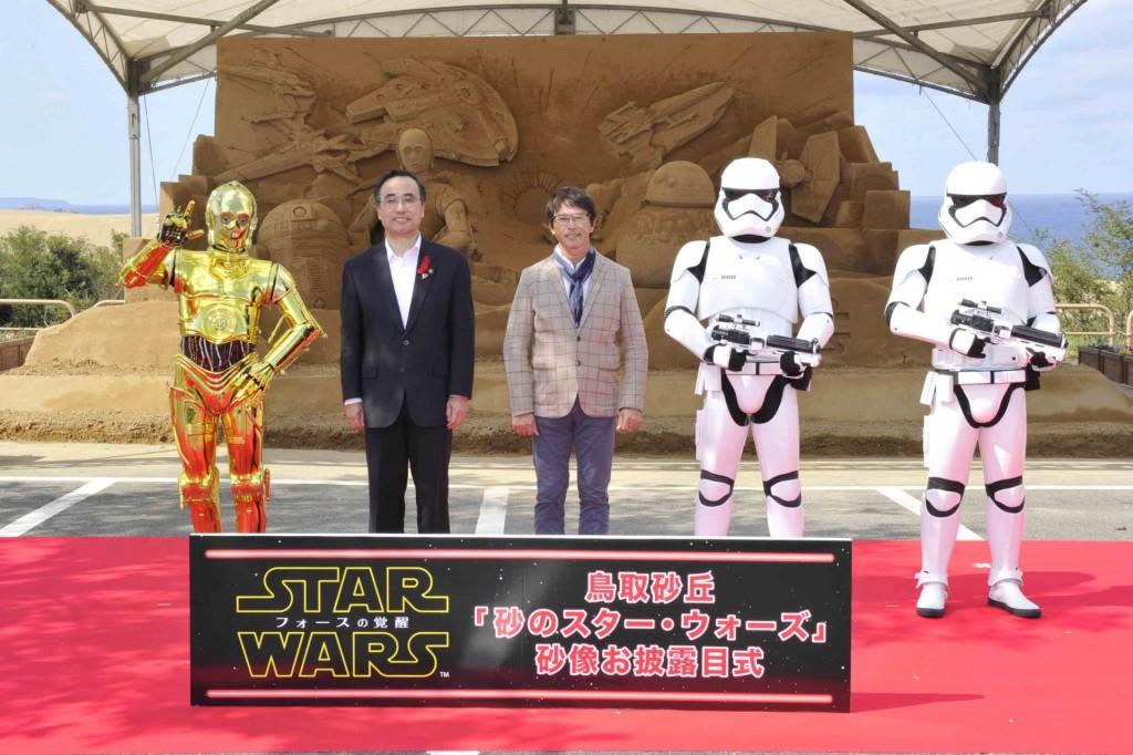 SW砂像サブ3_左から:C-3PO、市長、茶圓氏、真トルーパー×2