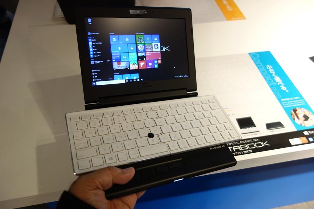 キングジムがフルサイズのキーボードと端子を搭載する折り畳みノートPC『ポータブック XMC10』を発表 9万円前後で2月発売へ
