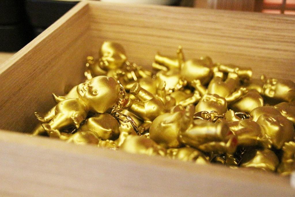 金のキューピーキーホルダー