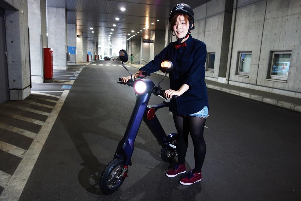 時速30キロで公道走行OKな折り畳み式電動バイク『UPQ BIKE me01』 12万7000円で今夏発売へ
