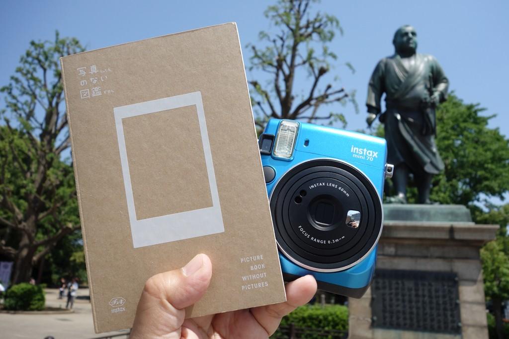 """[PR]【挑戦】富士フイルムが発売した『写真のない図鑑』 """"チェキ""""を使って上野公園の1日で全ページ撮りきれるか"""