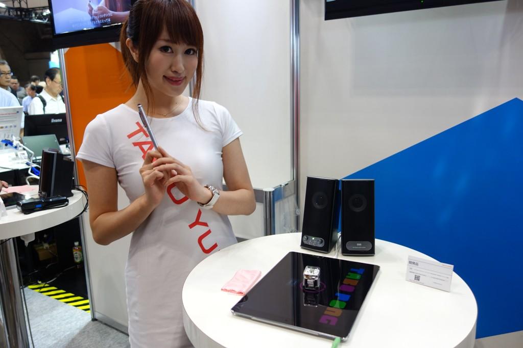 【CEATEC2016】太陽誘電ブースでiPad Pro上を自走するロボット『TABO』とゲーム対決