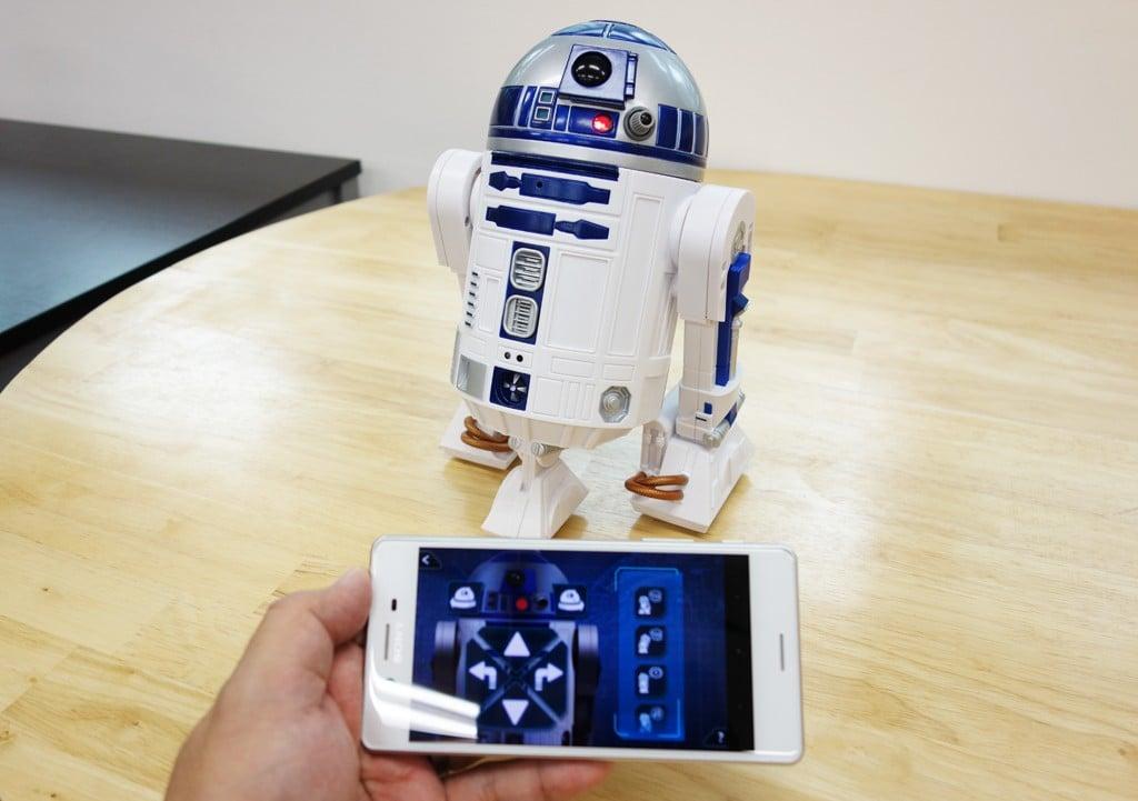 R2-D2がリモコン操作やプログラミングのできるスマートトイに! 単体でもスマホ連動でも遊べる『スマート R2-D2』レビュー
