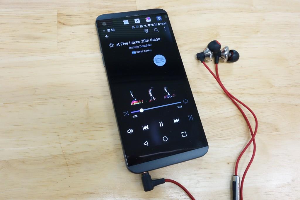 「音楽が大好きかつ良い音を求めるユーザーがターゲット」 auスマートフォン『isai Beat』メーカー担当者インタビュー[PR]