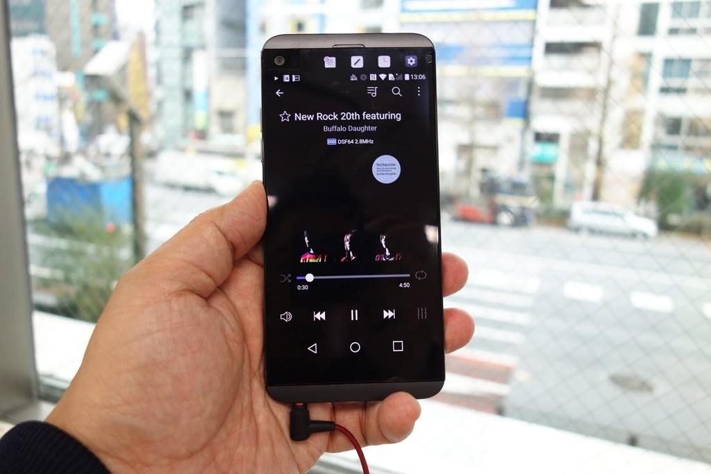 auスマートフォン『isai Beat』レビュー:サウンド機能編 Bang & Olufsenがチューニングしたこだわりの音をチェック[PR]