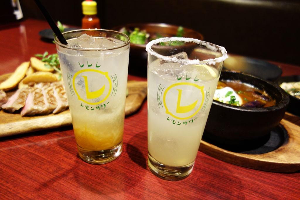 「レレレ・レモンサワー」って何だ? レモンサワーを楽しく飲む謎の呪文を検証