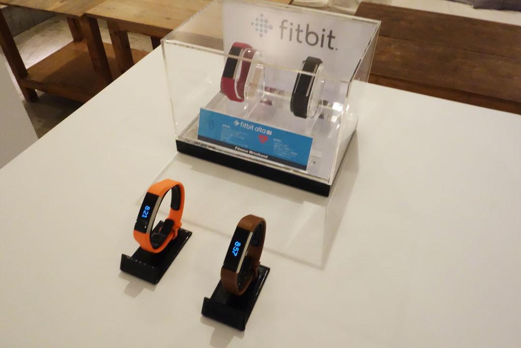 心拍数計測と詳細な睡眠記録が可能なリストバンド型活動量計『Fitbit Alta HR』の先行予約を開始 販売開始は4月24日から