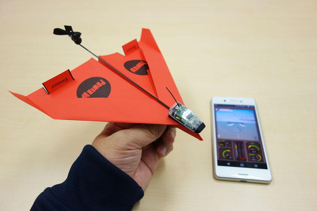 紙飛行機がスマホで操作できるラジコンになるスマートトイ『PowerUp 3.0』製品レビュー