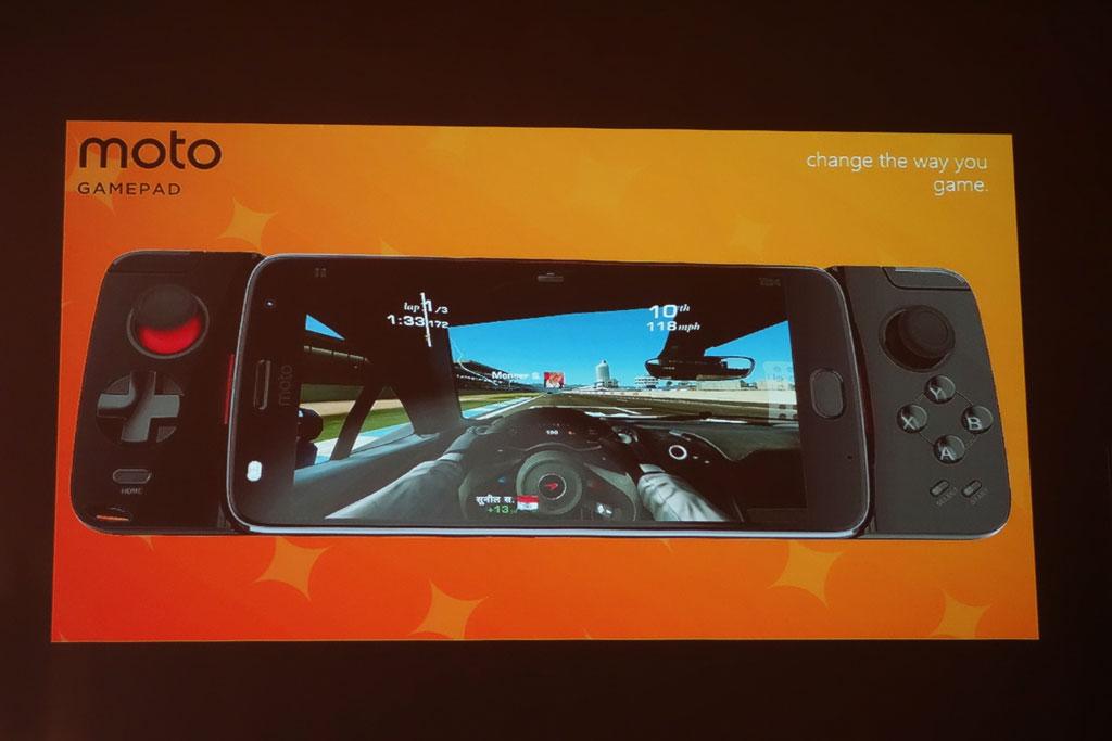 『Moto Z』シリーズ向けに物理コントローラー搭載の着脱可能なゲーミングアクセサリー『moto GAMEPAD』をサプライズ発表